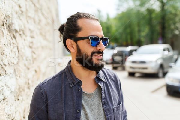 Mutlu gülen adam sakal şehir sokak yaşam tarzı Stok fotoğraf © dolgachov