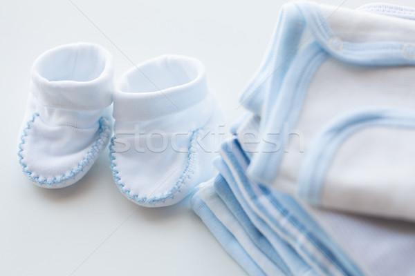 Baby chłopców ubrania tabeli Zdjęcia stock © dolgachov