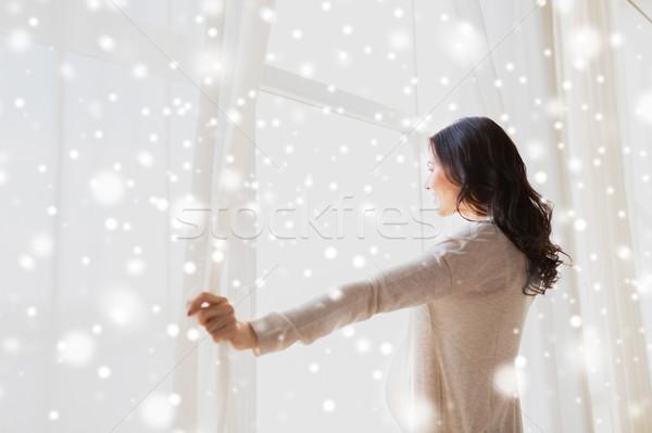 беременная женщина открытие окна шторы беременности Сток-фото © dolgachov