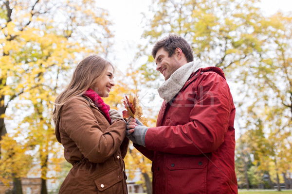 счастливым пару клен листьев осень парка Сток-фото © dolgachov