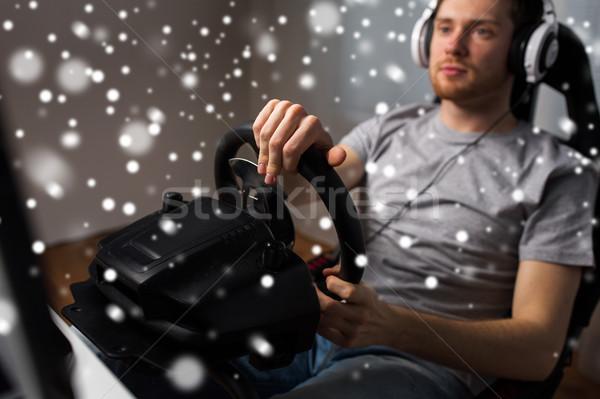 Stok fotoğraf: Adam · oynama · araba · yarış · video · oyunu · ev