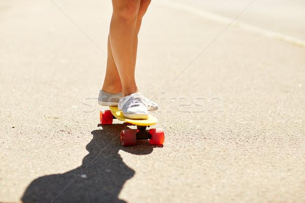 Piernas equitación skateboard carretera verano Foto stock © dolgachov