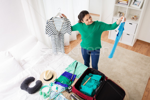 Mulher viajar saco casa quarto de hotel Foto stock © dolgachov