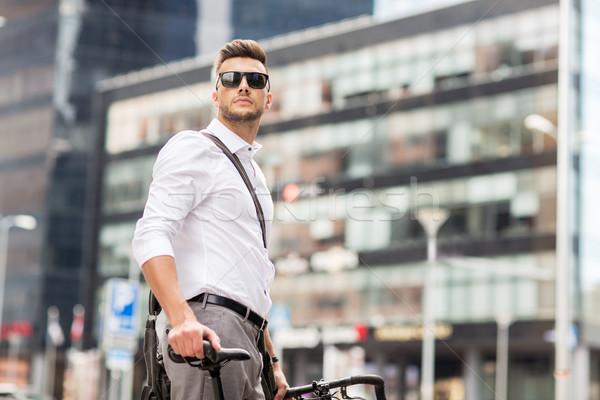 молодым человеком велосипед городской улице бизнеса жизни транспорт Сток-фото © dolgachov