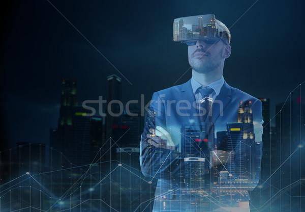 Empresário virtual realidade fone cidade pessoas de negócios Foto stock © dolgachov