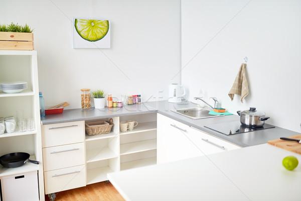 Moderne home keuken interieur voedsel tabel koken Stockfoto © dolgachov