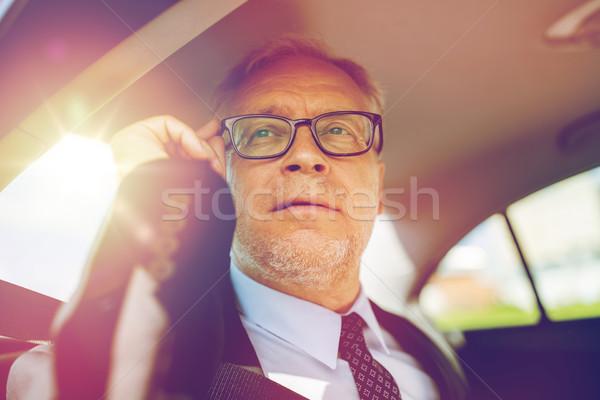 Stockfoto: Senior · zakenman · roepen · smartphone · auto · vervoer