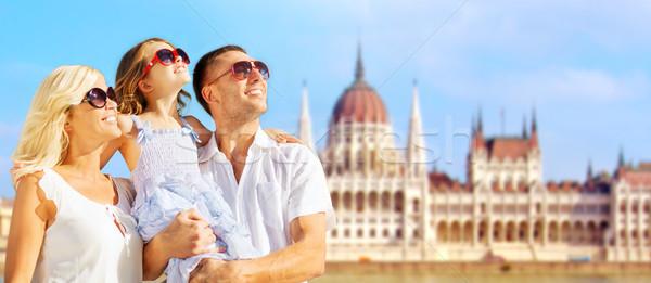 счастливая семья дома парламент Будапешт туризма путешествия Сток-фото © dolgachov
