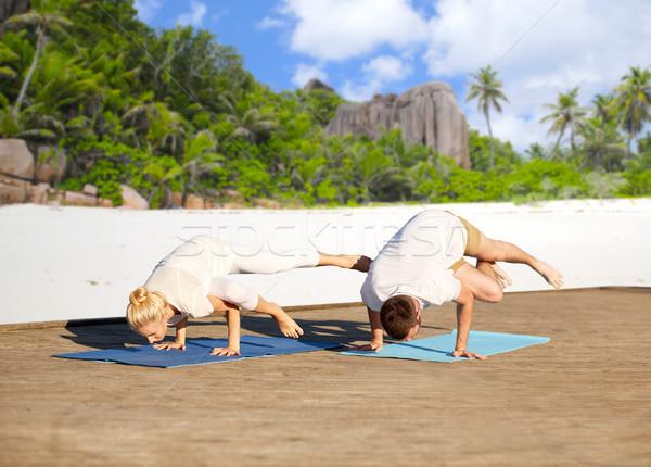 Coppia yoga lato gru posa Foto d'archivio © dolgachov