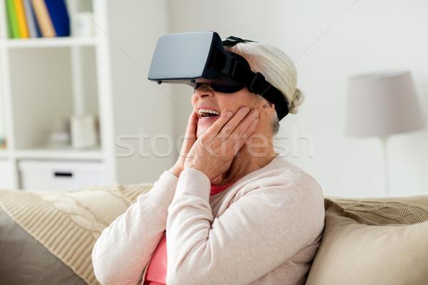 Staruszka faktyczny rzeczywistość zestawu okulary 3d technologii Zdjęcia stock © dolgachov