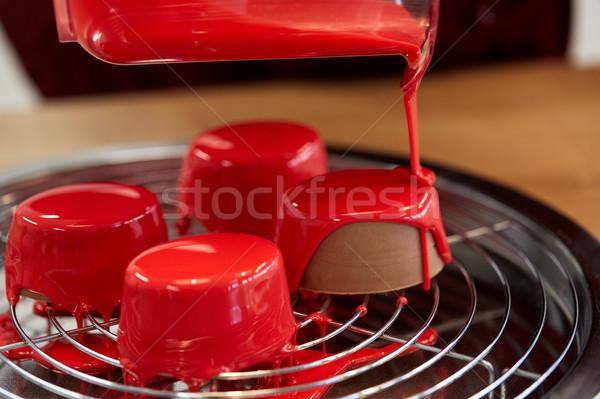 Kancsó áramló torták sütemény bolt főzés Stock fotó © dolgachov