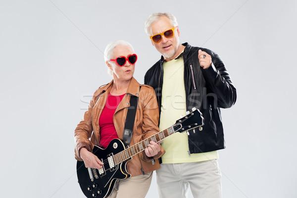 Pareja de ancianos gafas de sol guitarra eléctrica música edad personas Foto stock © dolgachov