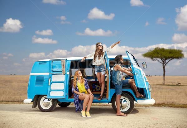 Feliz hippie amigos carro África Foto stock © dolgachov
