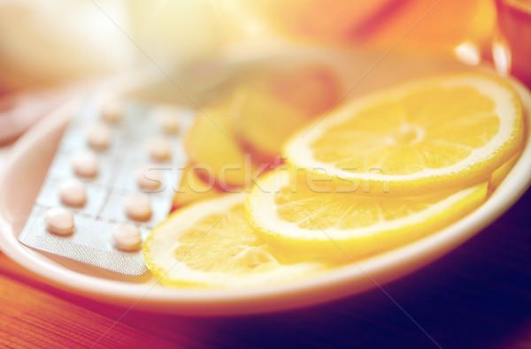 Limone fette pillole zenzero piatto salute Foto d'archivio © dolgachov