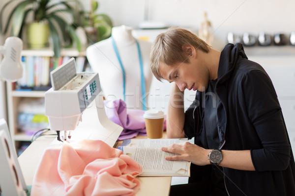 моде дизайнера чтение книга студию люди Сток-фото © dolgachov
