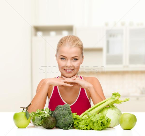 Sonriendo deportivo mujer alimentos orgánicos alimentos salud Foto stock © dolgachov