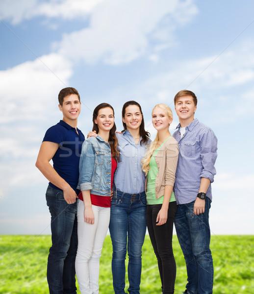 Grup gülen Öğrenciler ayakta eğitim insanlar Stok fotoğraf © dolgachov