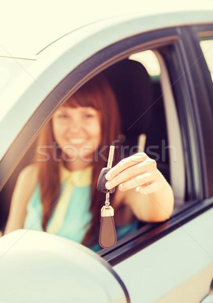 Gelukkig vrouw voertuig Stockfoto © dolgachov