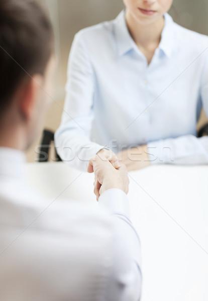 Femme d'affaires affaires serrer la main affaires bureau mains Photo stock © dolgachov