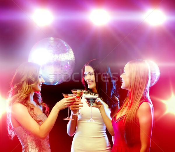 Drie glimlachend vrouwen cocktails disco ball nieuwjaar Stockfoto © dolgachov