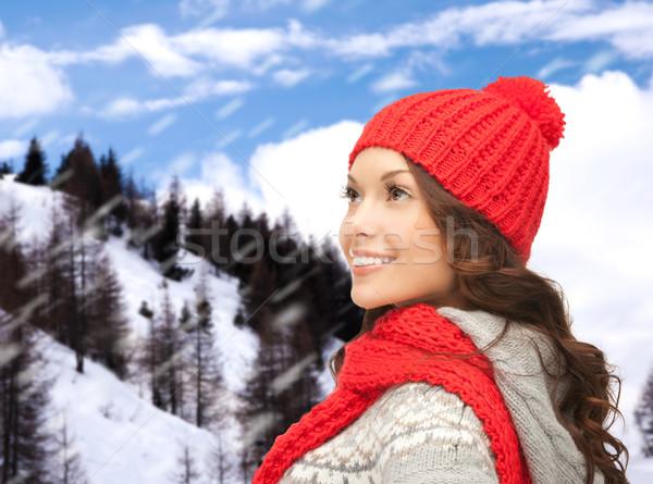 Mosolyog fiatal nő tél ruházat boldogság ünnepek Stock fotó © dolgachov