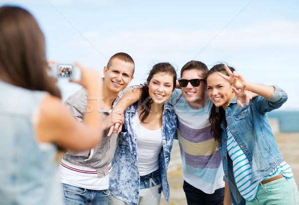 Tinédzserek elvesz fotó kívül nyár ünnepek Stock fotó © dolgachov