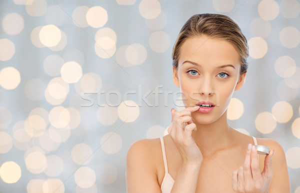 Mulher jovem lábio bálsamo lábios beleza Foto stock © dolgachov