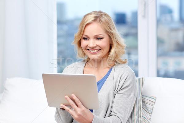 Szczęśliwy domu ludzi technologii Zdjęcia stock © dolgachov