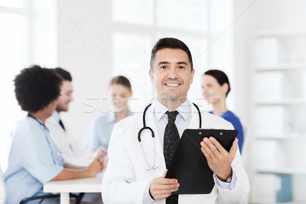 Feliz médico portapapeles médicos equipo clínica Foto stock © dolgachov