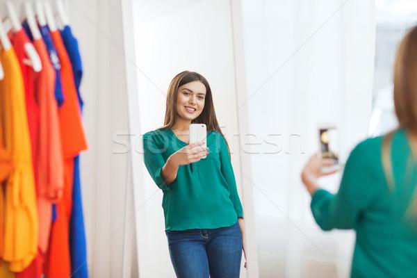 Stockfoto: Vrouw · smartphone · spiegel · home · kleding