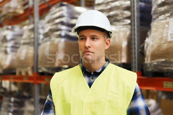 Férfi munkavédelmi sisak mentőmellény raktár nagybani eladás emberek Stock fotó © dolgachov