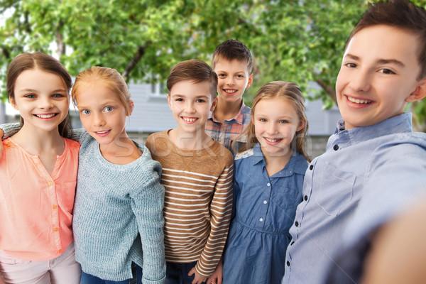 Boldog gyerekek beszél udvar gyermekkor barátság Stock fotó © dolgachov