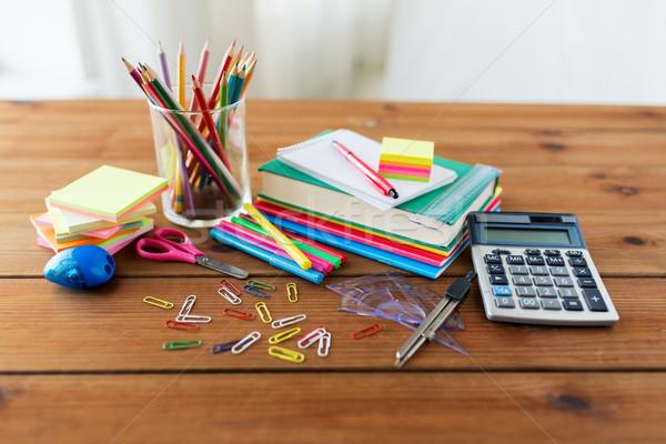 Artigos de papelaria material escolar tabela educação arte Foto stock © dolgachov