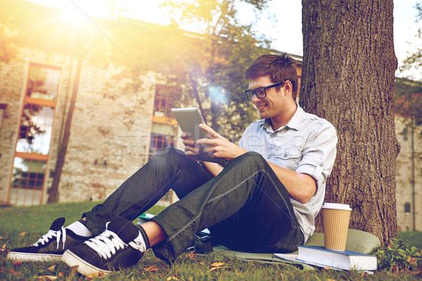 Boldog tizenéves fiú táblagép kávé oktatás emberek Stock fotó © dolgachov
