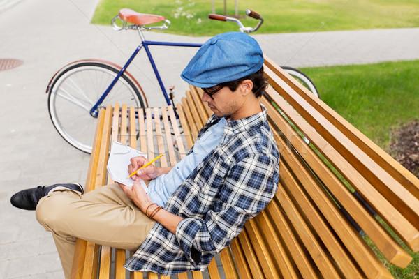 человека ноутбук дневнике Дать городской улице жизни Сток-фото © dolgachov