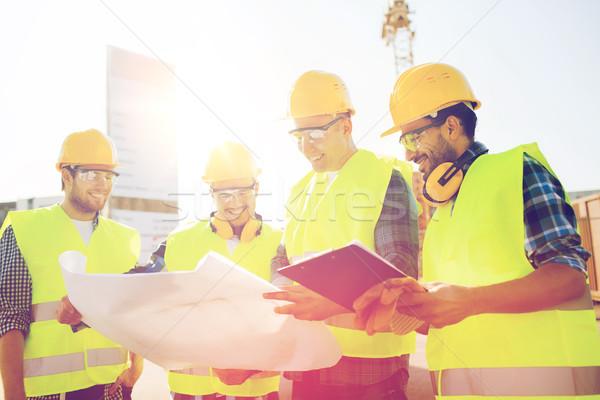 Stock fotó: Csoport · építők · táblagép · terv · üzlet · épület