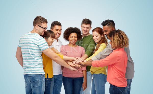 国際 グループ 幸せな人々  手をつない 多様 チームワーク ストックフォト © dolgachov