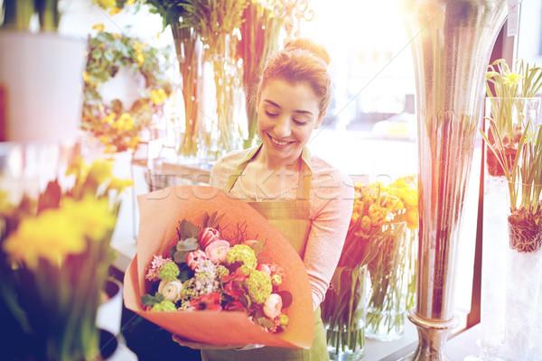 Souriant fleuriste femme personnes Photo stock © dolgachov