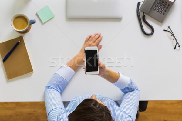 Zakenvrouw smartphone werken kantoor zakenlieden technologie Stockfoto © dolgachov