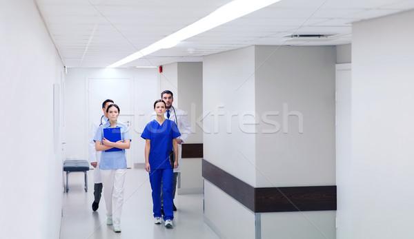 группа врачи ходьбе больницу клинике профессия Сток-фото © dolgachov