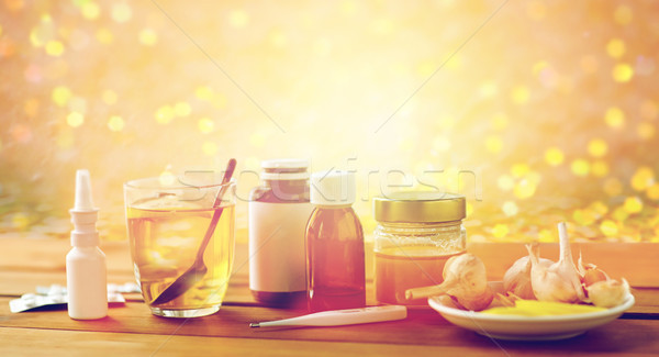 Drogas termômetro mel copo chá madeira Foto stock © dolgachov