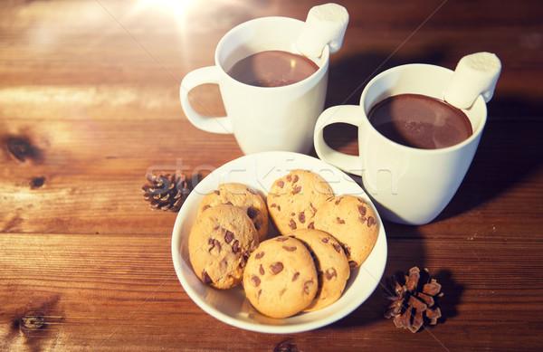 Csészék forró csokoládé mályvacukor sütik ünnepek karácsony Stock fotó © dolgachov