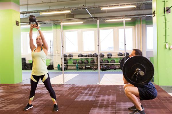 Człowiek kobieta wagi siłowni sportu Zdjęcia stock © dolgachov