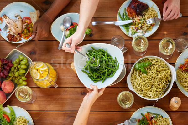 人 表 食品 食べ サヤインゲン レジャー ストックフォト © dolgachov