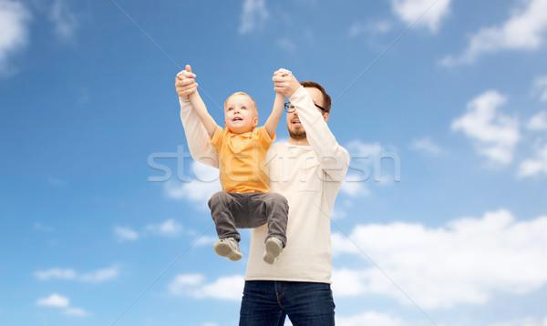 Père en fils jouer famille enfance paternité Photo stock © dolgachov