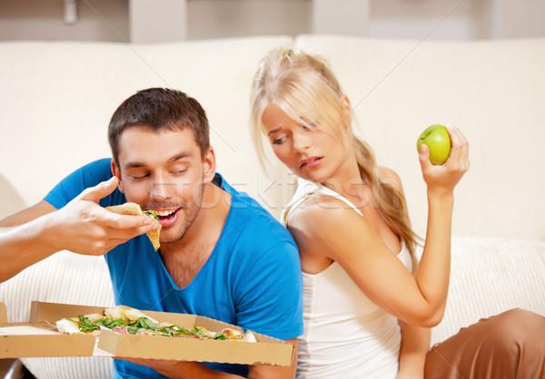 Pareja comer diferente alimentos brillante Foto Foto stock © dolgachov