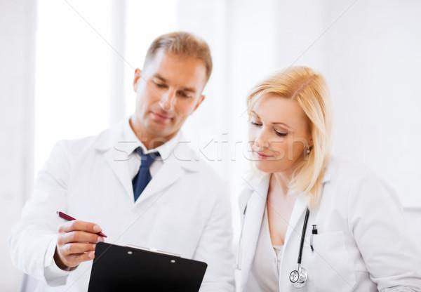 Dos médicos escrito prescripción salud médicos Foto stock © dolgachov