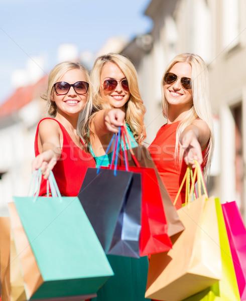 Mooie vrouwen verkoop toerisme gelukkige mensen Stockfoto © dolgachov