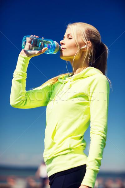 ストックフォト: 女性 · 飲料水 · スポーツ · 屋外 · フィットネス · ライフスタイル