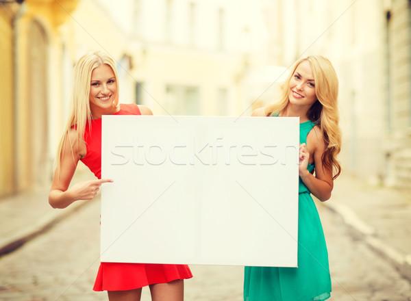 Due felice donne estate Foto d'archivio © dolgachov